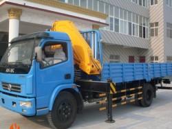 Dongfeng 3000kg small hydraulic crane