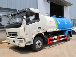 DONGFENG 4X2 6000 Liters water tank truck