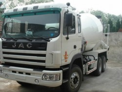 china 8 cubic mixer truck