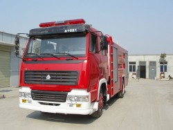 China 6 wheels water/foam fire fighting truck