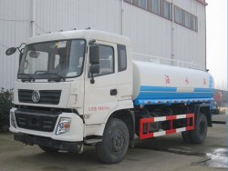 China DONGFENG 3000 gallon water tanker trucks
