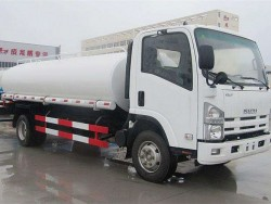 700P Japan 4x2 4000 gallon water tank truck