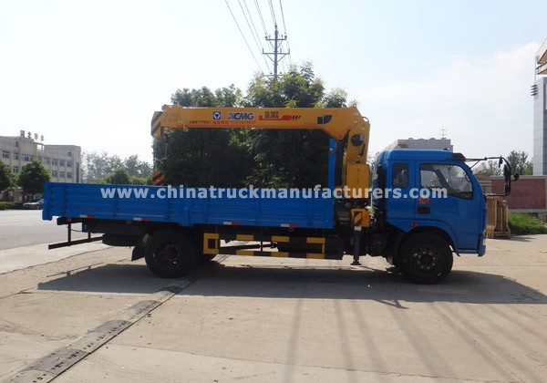Dongfeng 4x2 4ton truck with crane
