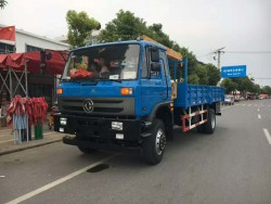 Dongfeng 4x2 6.3 ton truck with crane