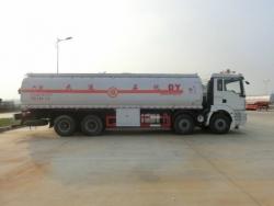 SHACMAN 8X4 oil tanker truck