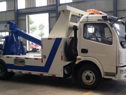 Dongfeng 4x2 flatbed wrecker truck