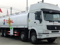 HOWO 30000Liters Chinese 8x4 Oil Tank Truck