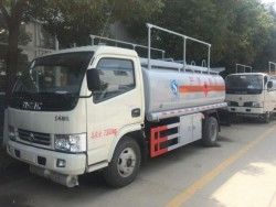Dongfeng small oil tanker truck