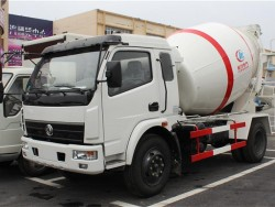Dongfeng 4x2 concrete mixer truck 6m3