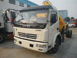 dongfeng 4x2 3.2 ton knuckle boom mobile crane truck